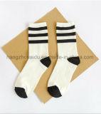 Weiße neue Form-Qualitäts-Entwurfs-Baumwollsocke