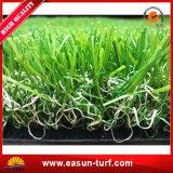 人工的な草の水のない景色の芝生