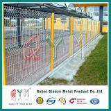溶接された金網の塀は溶接された金網の工場価格に電流を通した