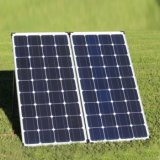 складывая панель солнечных батарей 160W для располагаться лагерем с Motorhome в празднике