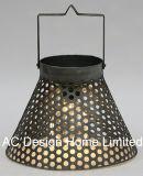 旧式な円形の金属のランタンW/LEDの電球