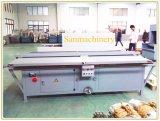Panneau de papier de nid d'abeilles entaillant la machine