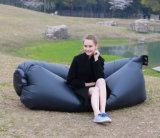 携帯用キャンプのLoungerのソファーの膨脹可能な寝袋浜のたまり場の不精な空気ベッドのソファー