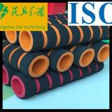L'isolamento termico flessibile riveste il tubo di gomma