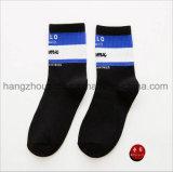 Klare Farbe Cuty junger Mann-Breathable Baumwollkleid-Socke