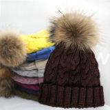 毛皮POMの球の帽子が付いている編まれた帽子