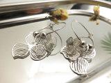 풍차 꽃송이 보기 모조 은에 있는 매다는 굴렁쇠 귀걸이