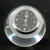 Presse-papiers de pyramide de verre cristal avec l'horloge