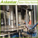 びん詰めにされた天然水の充填機の自動包装機械