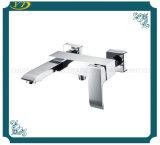 Mezclador montado en la pared de la ducha del cuarto de baño de la palanca del diseño económico solo