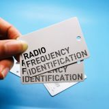 의복 관리를 위한 주문을 받아서 만들어진 UHF RFID 유명 상표 걸림새 레이블