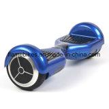 Intelligenter Selbst-Balancierender treibender Roller mit 2 Geschäftemachern