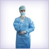 많은 종류 치과 처분할 수 있는 가운 외과 병원에 있는 강화된 처분할 수 있는 외과용 가운 또는 의학 옷