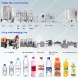Полная бутылка минеральной воды производственной линии