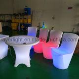 PE物質的なRGBの照明クリスマスの球および椅子