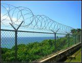 フレームが付いているアコーディオン式かみそりの有刺鉄線の塀