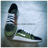 Chaussures de sport avec des couleurs vives supérieures