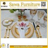 Guardanapo de jantar desproporcionado da decoração da tabela de jantar da recepção do banquete de casamento
