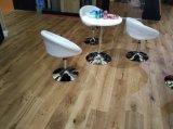 Roble rústico del estilo dirigido solando el piso de madera dura/el suelo de madera
