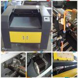 Máquina de gravura e corte a laser em papel acrílico para pranchas de madeira