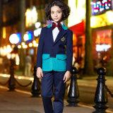 L'uniforme della scuola secondaria scherza la giacca sportiva a tre pulsanti con le bande di contrasto