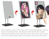 Visualizzazione dell'affissione a cristalli liquidi dello specchio di 13.3 Digitahi Maggic di pollice che fa pubblicità al giocatore