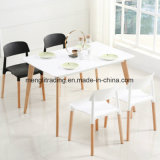 純木のプラスチック食事の椅子