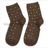 Il disegno floreale popolare per il servizio scherza i calzini sfocati accoglienti della squadra