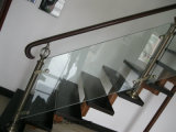 Tout droit escalier de verre avec de la voie de la main courante en chêne massif