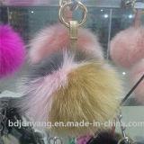 キツネの毛皮の球のKeychain毛皮で覆われたPOM POMのキーホルダー