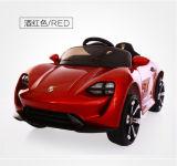 La conduite de bébé sur le véhicule à télécommande de véhicule badine le véhicule de jouet