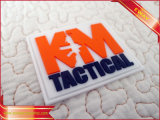 Tag de borracha macio do Tag conhecido do vestuário com logotipo gravado