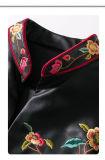 Les femmes de cru court- la jupe en cuir brodée d'unité centrale