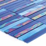 建物の製造業者手の切断の浴室の青いタイルガラスのモザイク