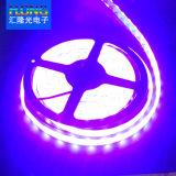 Mehrfarben-LED-Streifen mit dem Controller und Stromversorgung Fernsteuerungs
