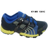 Hommes exécutant les chaussures sportives de chaussures occasionnelles de sports