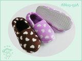 أطفال زاويّة أحذية خفاف في شتاء