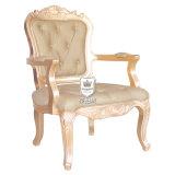 Einfacher bequemer antiker Arm-Stuhl verwendet für Hotel-Gaststätte