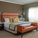 Изголовье кровати размера кинг из натуральной кожи в отеле Hampton Inn Hotel спальня мебель