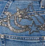 新しいデザイン女性の青い綿のブレンドの金属詳述の急に燃え上がったデニムのジーンズ