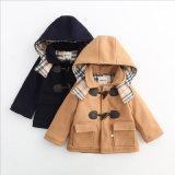 子供の着ることのための西部の男の子のジャケット