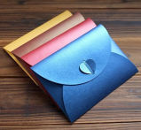 Aufbereiteter Packpapier-Karten-Umschlag mit Fenster