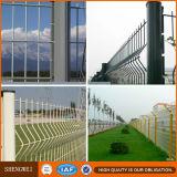 Le PVC a enduit la triangle dépliant la frontière de sécurité soudée de treillis métallique