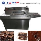 Die kleine mildernde Schokolade u. bekleiden Maschine