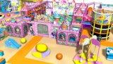 Juich Apparatuur 20110614-Ma-004-1 van de Speelplaats van het Pretpark van de Kinderen van het Vermaak Binnen toe