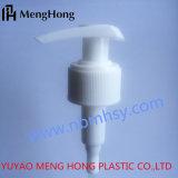 白いプラスチックスプレーのローションポンプ