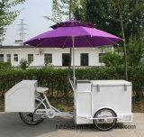 新式の通りのアイスクリームの販売のカートは販売のための食糧カートを手で押す