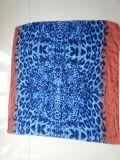 Sciarpa blu del poliestere della stampa del leopardo per lo scialle di inverno delle donne