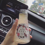 150 ml de bebidas vazio /Esprema as garrafas de vidro com tampa de alumínio