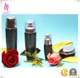 De buitensporige die Fles van het Glas voor de Kosmetische Verpakking van het Merk wordt geplaatst